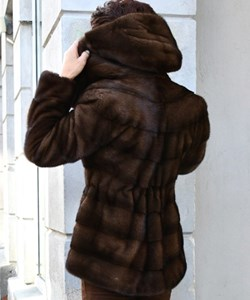 ​​Levinsky Fur. Style: Trinity 73 / Zipper. Saga Mnik / Kopenhagen Fur. Colour: Sc. brown. PRE-WINTHER-SALE: 19.995