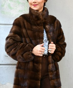 Levinsky Fur. Style: 85 cm. Saga Mnik / Kopenhagen Fur. Colour: Sc. brown. ​​Exclusive Sporty: SALE: 19.995,-