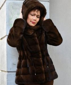 ​Levinsky Fur. Style: Trinity 73 / Zipper. Saga Mnik / Kopenhagen Fur. Colour: Sc. brown. PRE-WINTHER-SALE: 19.995